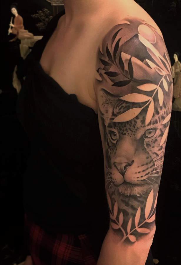 roel_bij_de_vaate_lion_tattoo_bovenarm
